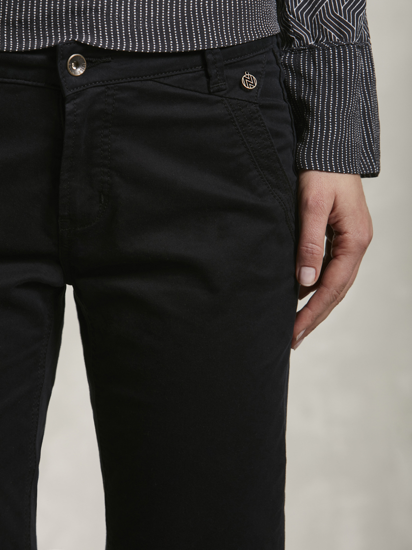 Nile f16636b 03 black%20plain